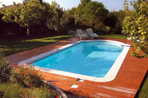 Piscines kit corail votre kit piscine polyester prix for Kit piscine coque polyester
