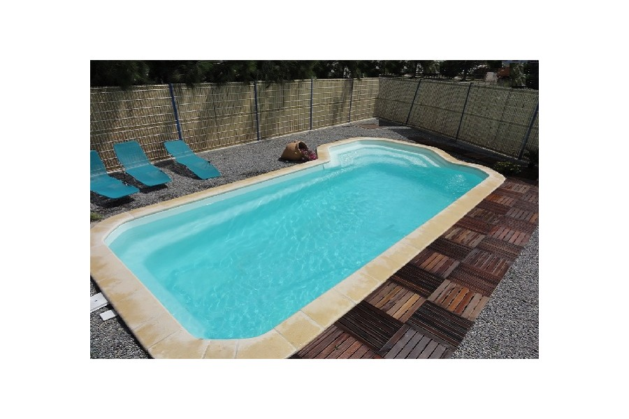 Kit piscine coque polyester porto rico for Kit piscine coque