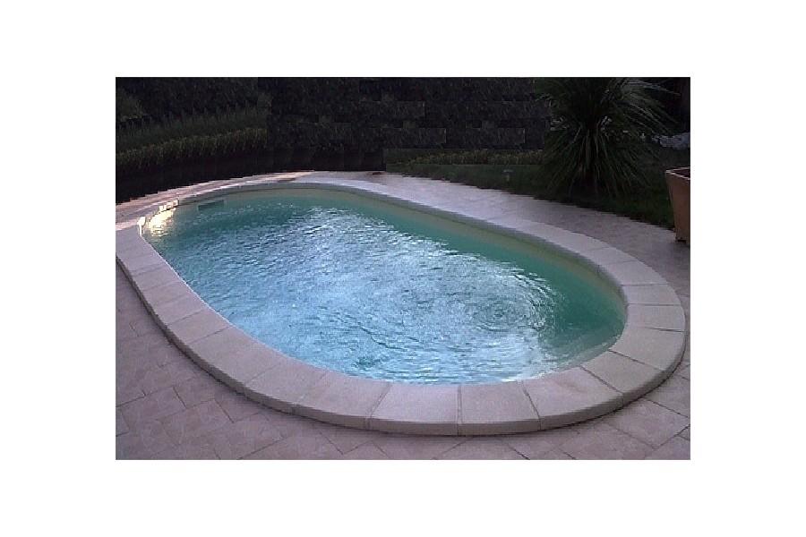 Kit piscine coque polyester mayotte avec piscines for Piscine kit polyester