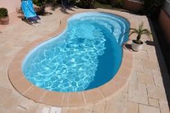 Chypre  piscine avec plage coque polyester