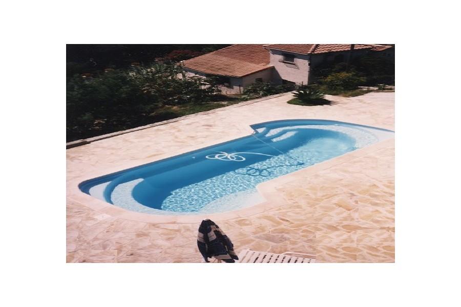 Kit piscine coque polyester mykonos for Kit piscine polyester