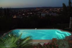 Sardaigne piscine coque polyester avec escalier roman