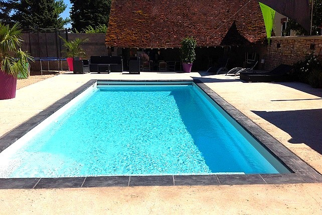 Piscine polyester bora bora kit piscine coque rectangulaire for Piscine rectangulaire