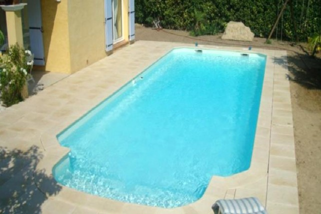 Kit piscine polyester l rins for Piscine en kit prix