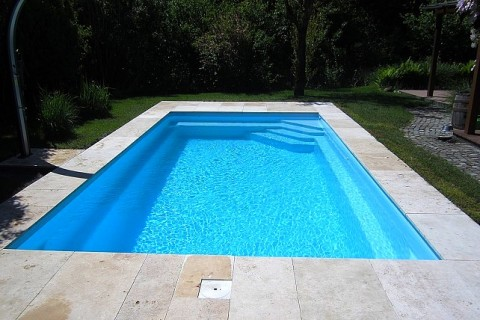 Piscines votre piscine coque polyester en kit abri for Piscine cap vert