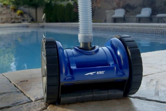 Robot nettoyeur de piscine blue rebel for Robot nettoyeur de piscine