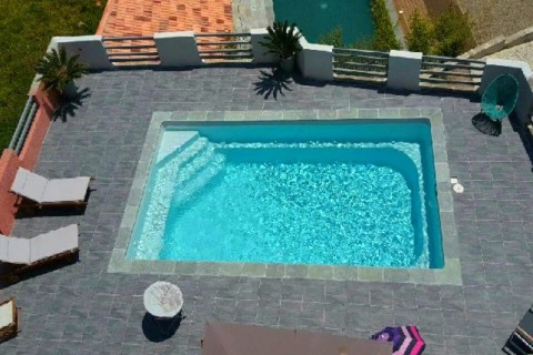 Comores piscine rectangulaire coque polyester