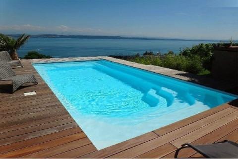 Sicile piscine en kit avec escalier banquette