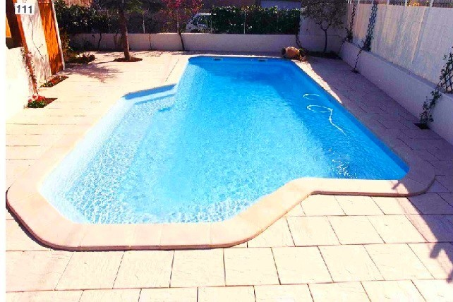 Piscine en kit coque polyester Carlton