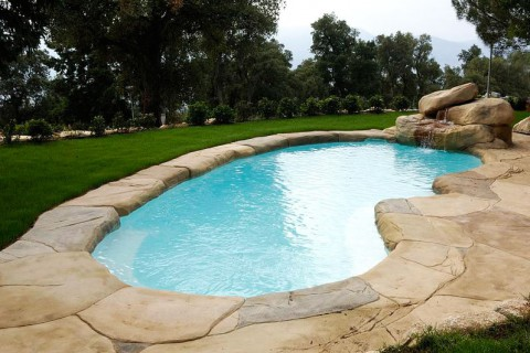 Piscine polyestere ou en kit for Piscine coque polyester ou acrylique