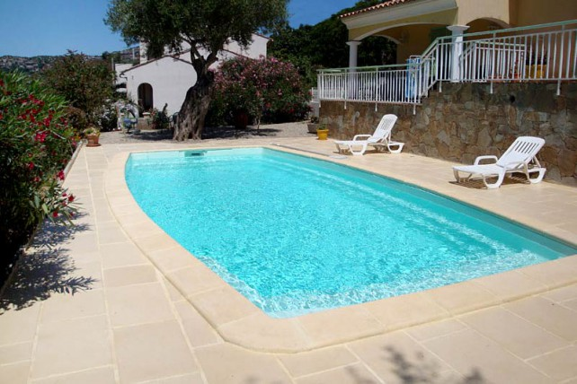 Piscine coque polyester iroise piscine en kit for Kit piscine coque polyester