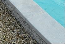 piscine polyester la pose des margelles