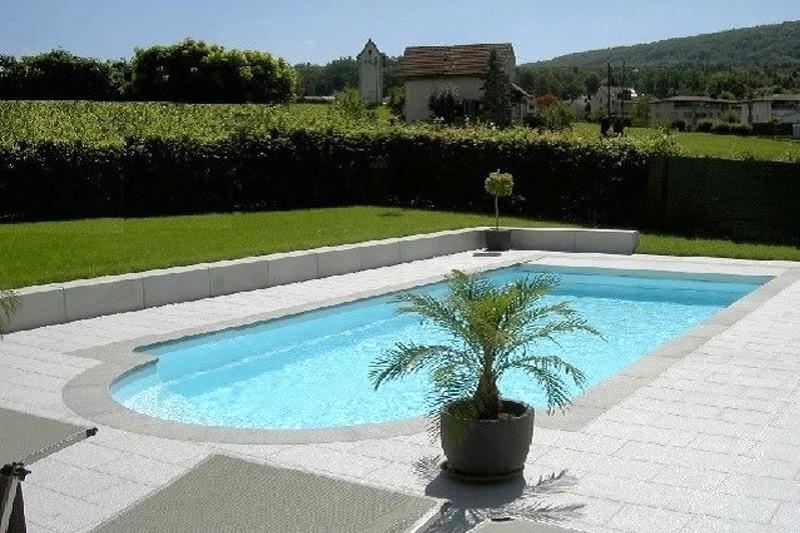 Piscines votre piscine coque polyester en kit abri for Prix abri de piscine 8 par 4